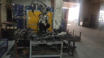 焊接机器人助力汽车料架定制